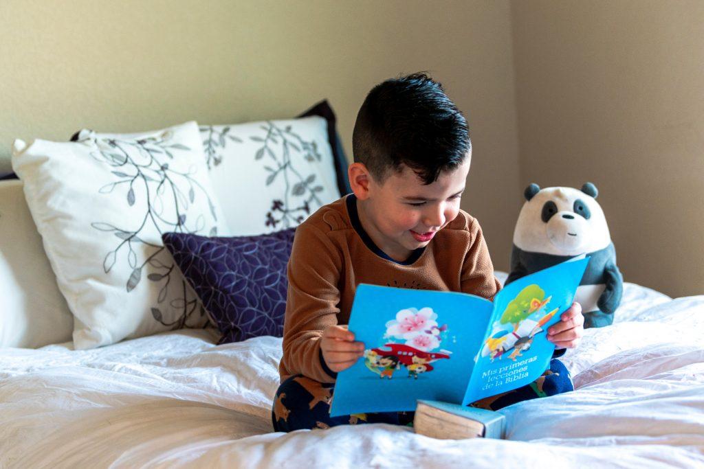 child reading a story in Spanish